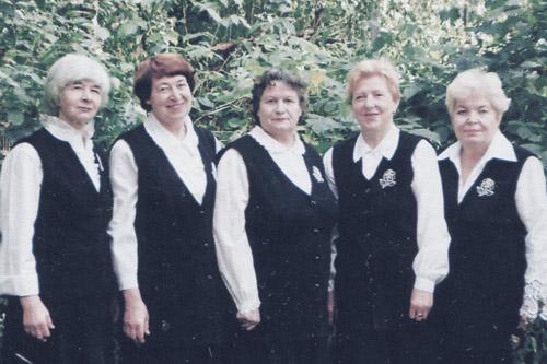 Зинаида Воронова с подругами
